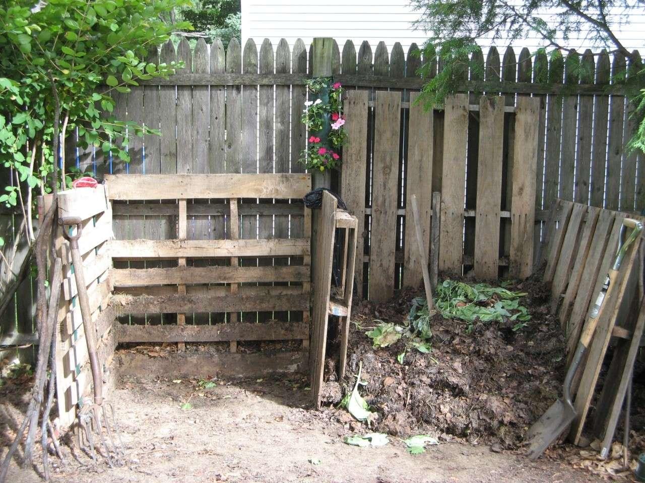 Composting horse manure. Jul_0121